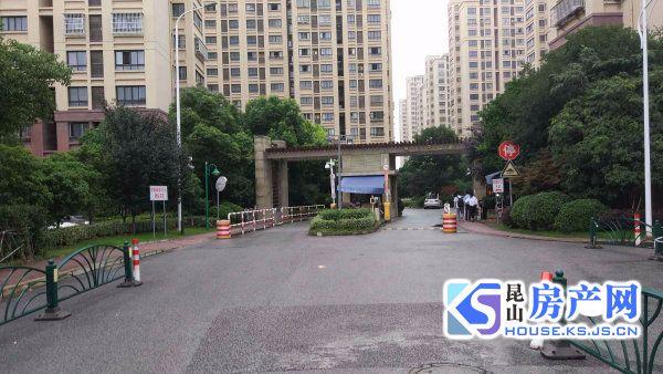 黄城花园119平满二180万