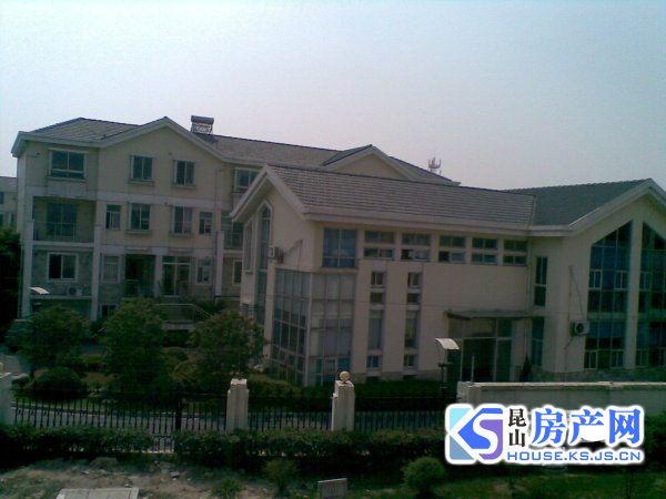 御墅临峰 市区联排 豪华装修 保养好 房东诚心出售 满五年 学区在