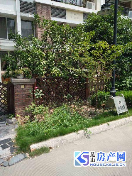 凯悦花园,市政府旁,豪华联排别墅边套,送大花园,近地铁口,精装自住,急售,有钥匙