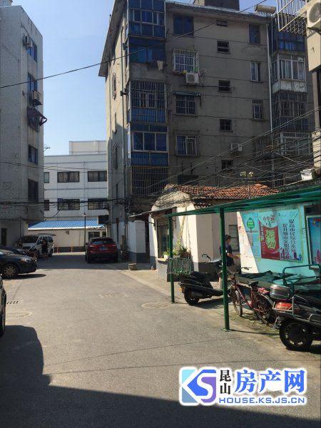 中山新村 两房 5楼 1600元/月 看房方便
