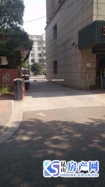 秀峰中学边上房源,学区未用,有车位,年后将出租