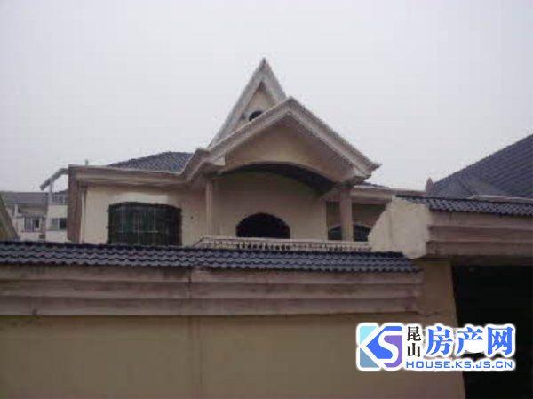 金侨独栋别墅 占地大 房东包税费 花园300平米 房东诚心换房 价格可以谈的