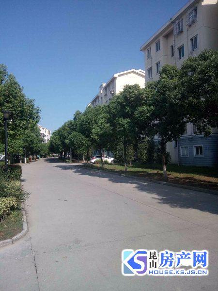 周市市北锦苑:自己房子出租,房子宽大明亮,交通便利,房子前面有很多的停车场地