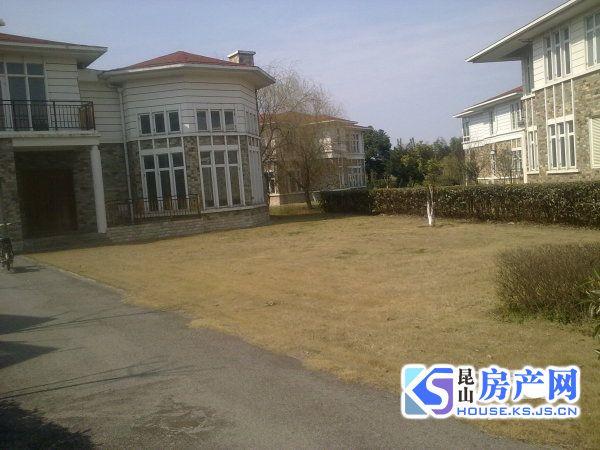 城西 高端小区独栋大别墅出售 占地1.3亩 精装修 可以拎包入住!