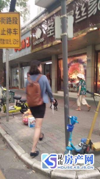 新阳花园 沿街一二楼 70年产权一楼可做商铺 年租金12万 可挂学籍