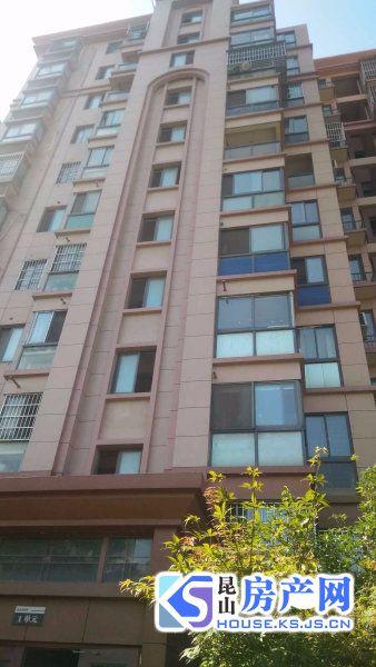 一线景观小三房,双阳台!临河电梯高层采光,精装急售欲购从速!满两年,可上学!