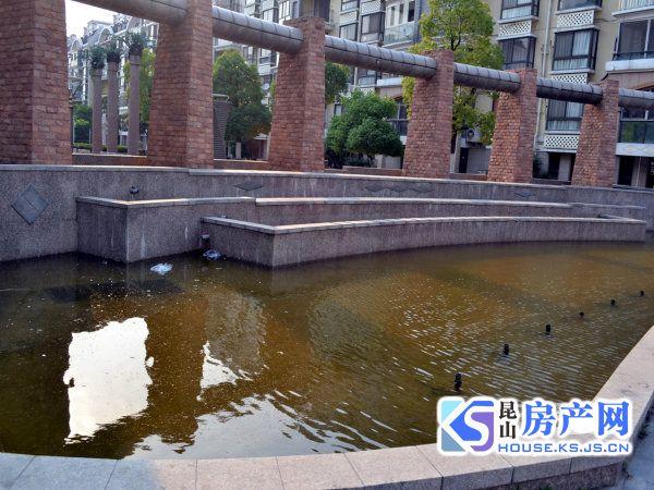 宝城国际大厦电梯房 精装修 朝向南 708室 满2年 带租约 便宜出售 自己房子