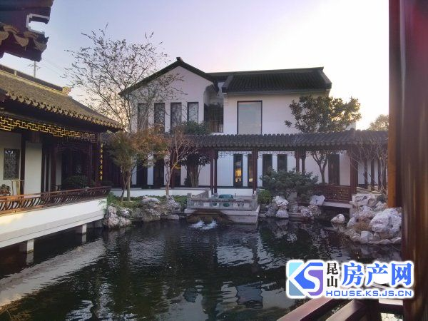 兰亭园紧邻阳澄湖独栋别墅有码头,占地大 一线湖景