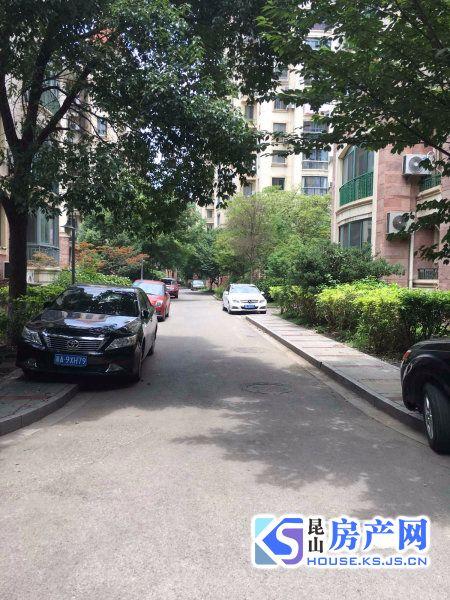 雍景湾 多套车库出售 单价2500元左右 看房方便